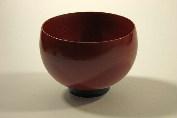"""Schale """"Hämoni"""" - Kirsche / h = 10 cm / Ǿ = 13,5 cm Wandstärke: = 2 mm Oberfläche innen und außen:  Washin-Urushi Zinnoberrot und schwarz"""