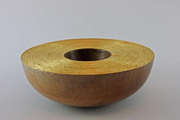 """Schale """"Sternenstaub"""": Eiche, 18 x 6 cm, gebürstet, Einlassungen: Blattgold 22 Karat / Preis: 400,00 €"""