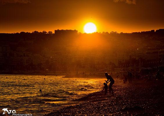 Plage de Nice, un soir d'été