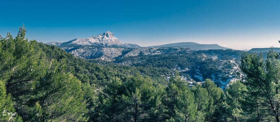 Aix en provence - Sainte Victoire en hiver après une chute neige - 015