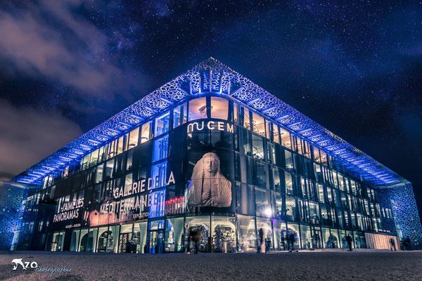 Photographie en longue exposition de nuit du Mucem à Marseille - Enzo Fotographia - Enzo Photographie