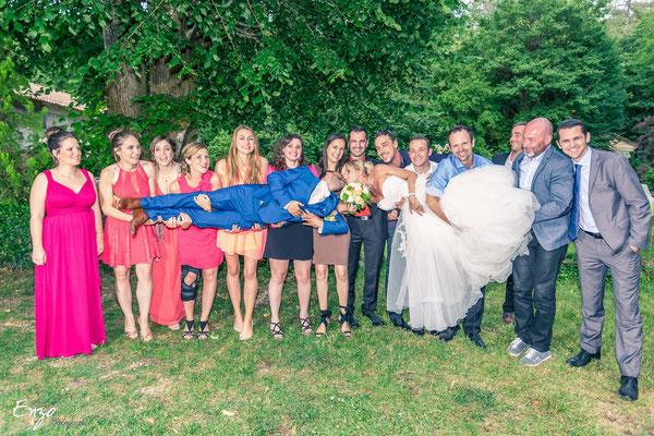 Exemple de Photographie de groupe lors d'un mariage à Aix-en-provence avec tous les amis