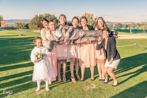 Exemple de Photographie de groupe lors d'un mariage à Aix-en-provence et les demoiselles d'honneur avec la mariée