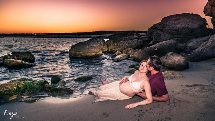 Photographie grossesse, femme enceinte, aix-en-provence à la plage de sainte-croix près de Marseille (provence)