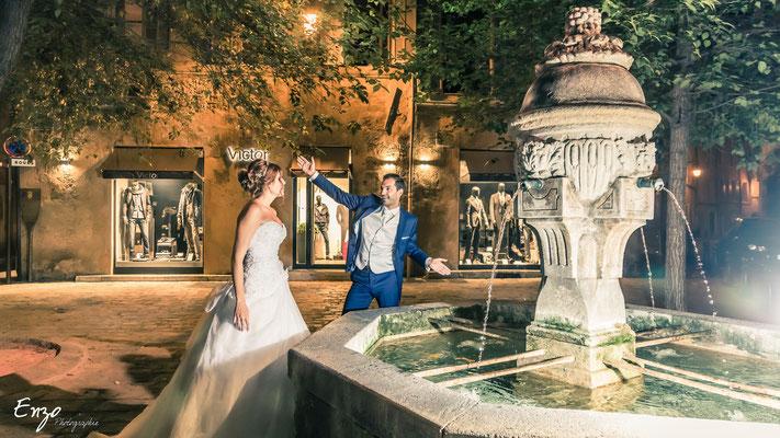 Jeunes mariés à aix en provence, place des 3 ormeaux