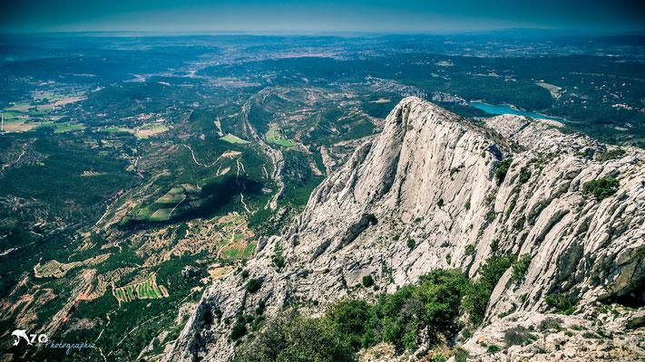 Vue sur Aix en provence depuis le sommet de la sainte Victoire