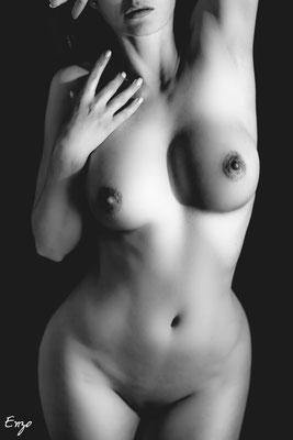 #nudevember : le mois du nu pour retrouver confiance en soi grace à la photo de nu artistique - Noir et blanc