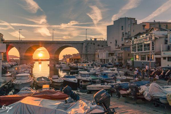 Vallon des auffes au coucher du soleil à Marseille
