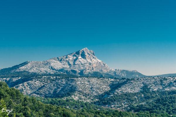 Aix en provence - Sainte Victoire en hiver après une chute neige - 016