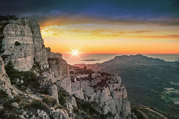 Marseille - Calanque de Marseille au coucher du soleil - 057