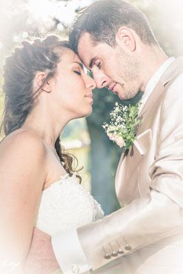 Photo de couple le jour du mariage dans le domaine