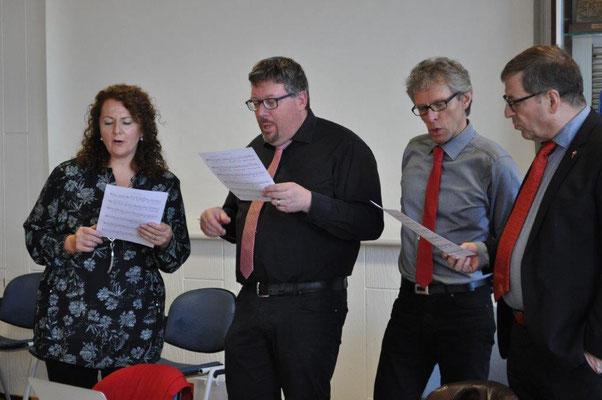 Der Vorstand beim gemeinsamen Singen