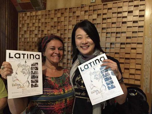 Valériaが紹介された雑誌を日本からのお土産に渡しました〜!