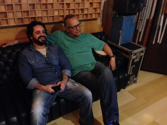Rogério Caetano(7弦ギター)とJorge filho(カヴァキーニョ) 音源を確かめています。