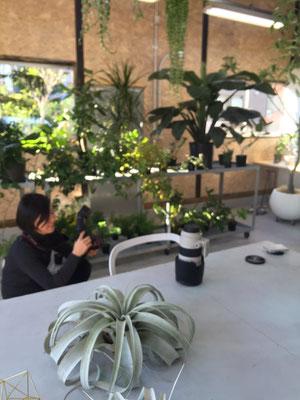"""撮影に使わせていただいたのは、横浜""""en landscape design""""さんの倉庫。この場所が無ければあのジャケットもあり得なかった..."""