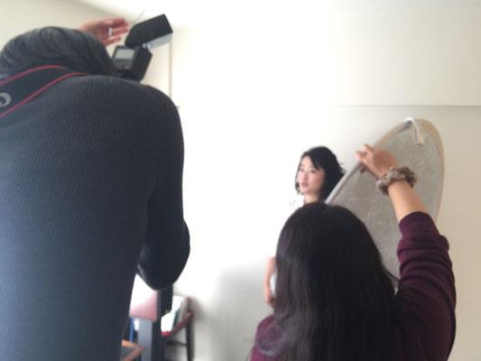光を当ててくれているのは世良田さんの友人カメラマンのサトコちゃん。