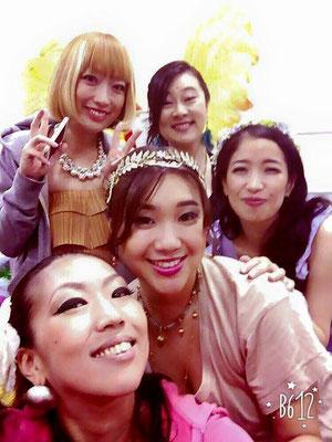 下から、ヴォーカリスト上田裕香さん、あゆこさん、大澤理央さん、私、そしてNINAさん⭐️ 皆で気持ちを合わせてステージを創りあげました!
