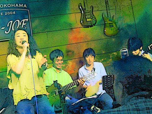 ライブにはパーカッションの白井さん、ほかサックスの中川さん、ダンサーのヴァレーリアサンまで!遊びにきてくれました♪