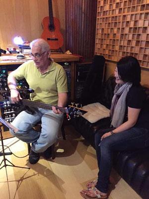 今回はDininhoのお父さん、Dinoの曲を録音しました。パパの曲を歌うことを、Dinihoがとても喜んでくださいました。
