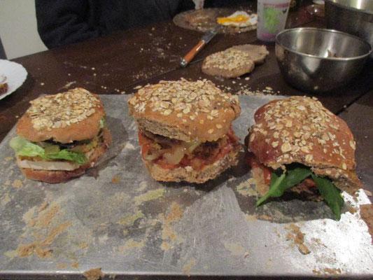 Et le classique de chez Alôsnys : le hamburger à l'ail des ours !