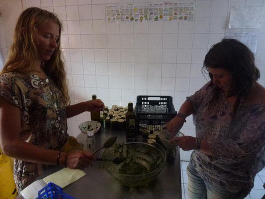 Préparation du pesto