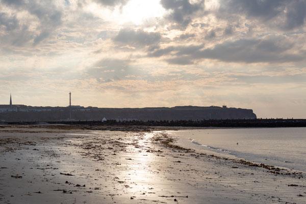 Blick von der Düne zur Hauptinsel Helgolands.