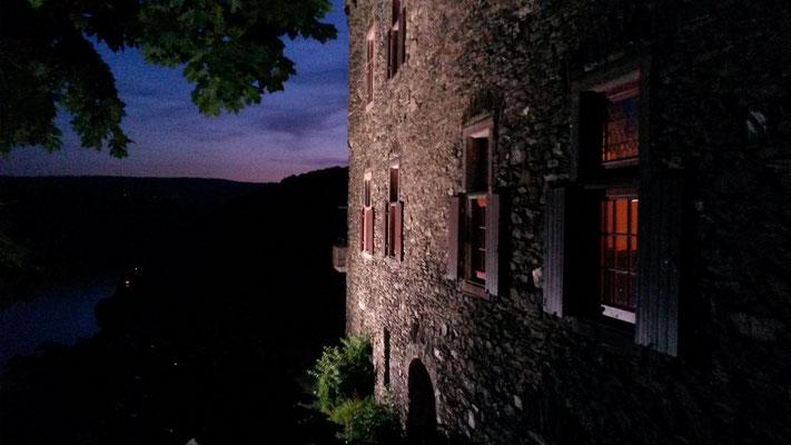 Burg Maus am Abend