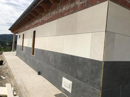 Colocación de gran formato en fachada