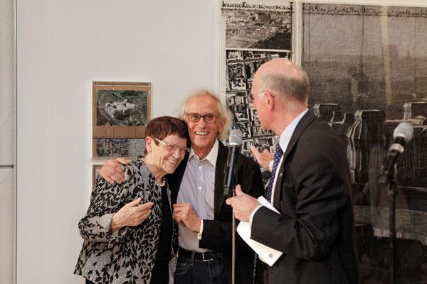 Rita Süssmuth, Christo und Bundestagspräsident Norbert Lammert während der Eröffnung der Ausstellung am 25. November 2015 // Foto © DBT/Jens Liebchen