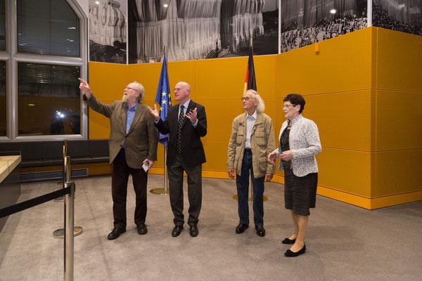 Wolfgang Thierse, Bundestagspräsident Norbert Lammert, Christo und Rita Süssmuth, 22. November 2016 // Foto © DBT/J. F. Müller