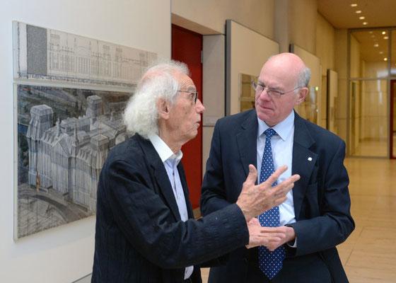Christo und Bundestagspräsident Norbert Lammert während der Eröffnung der Ausstellung am 25. November 2015 // Foto © DBT/Achim Melde