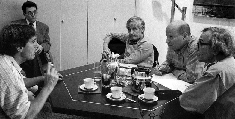 Christo, Scott Hodes, Peter Raue, Bruno Zahner und Roland Specker bei einem Treffen in Berlin, 8. Mai 1994 // Foto: Wolfgang Volz