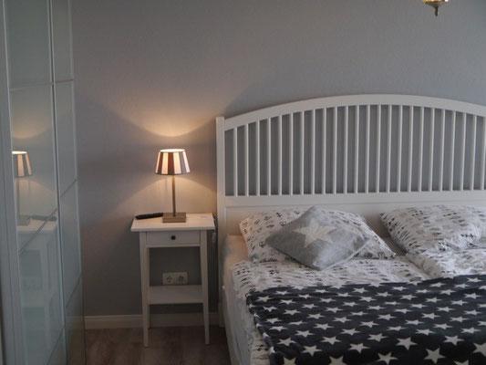 Schlafzimmer 1 --- Bett 1,80m