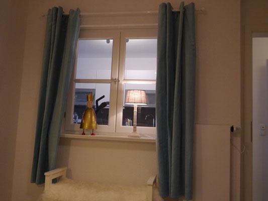 Fenster zur Küche vom Schlafzimmer 2