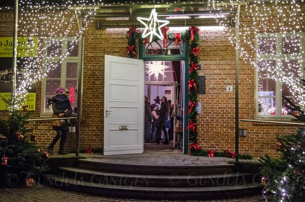 zum Weihnachtsmann durch diese Tür