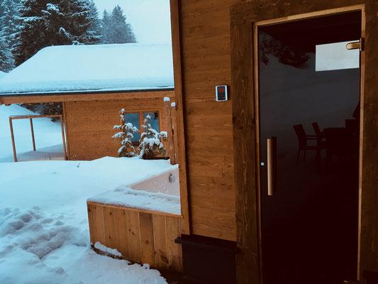 Sauna und Außenwanne