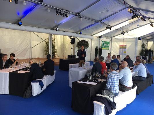 Side-Event mit Dr. Alexander Fust der Universität St. Gallen in einem Vortrag vor Ehrengästen
