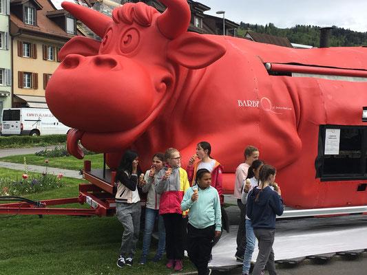 Die berühmte Neuhausener BBKuh Lori mit 3 Tonnen Fassungsvermögen des Schweizer BBQ Königs Rolf Zubler