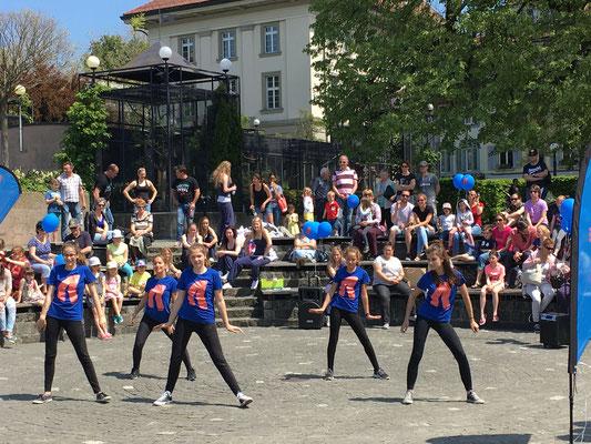 Unterhaltsamer Tanzauftritt im Rondell am unteren Landsgemeindeplatz