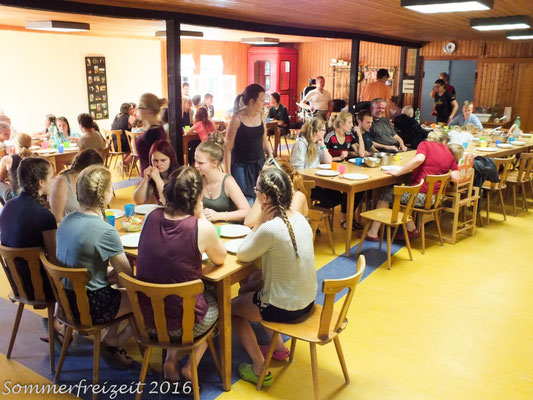 Essen im Speisesaal