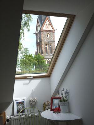 Blick aus dem Zimmer 'Tara Mai' zur Kirche