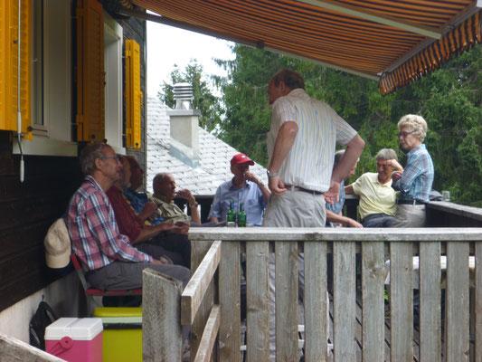 Auf der Terrasse: Phon, Krach, Bison, Dandy, Patsch, Chlotz, Hindu, Radi, Annamarie