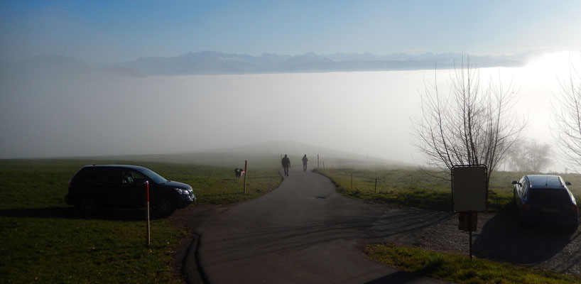 Parkplatz Rosinli & Glarner Alpen über dem Nebelmeer