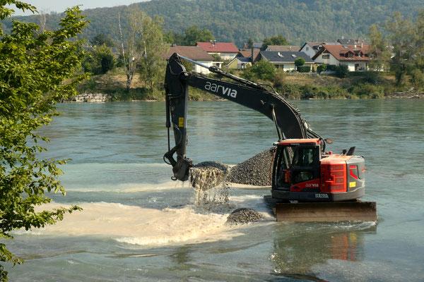 Baggerarbeiten im Rhein