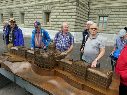 Bundeshausmodell: Kardan, Huf, Delta, Wurf, Micky