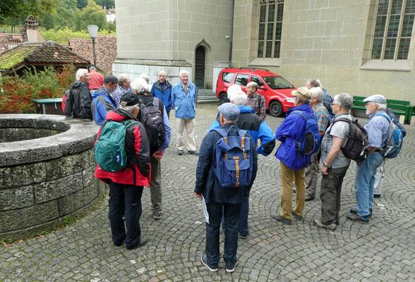 Delta informiert vor der Nydeggkirche.