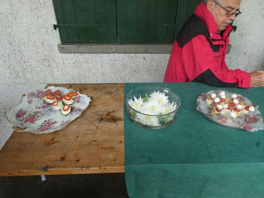 Apérobuffet sogar mit Blumen