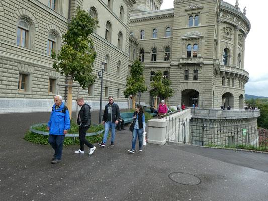 Bundesterrasse: Fiasco, Skal u.a.