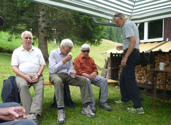 Im Partyzelt: Zingg, Wurf, Tuba, Pegel