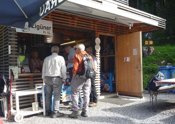 Am Kiosk: Strotz, Gun, Tuba, Mig